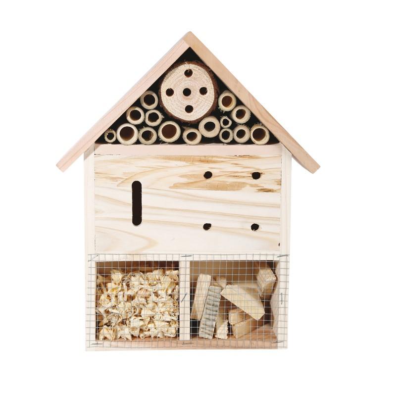 Insektenhotel im Stil eines Häuschens