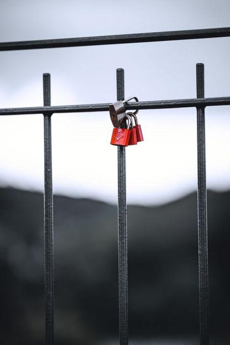 Liebesschloss Geländer Brücke Valentinstag Tradition Italien